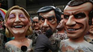 فنان يصنع مجسمات لمرشحي الانتخابات الفرنسية إيمانويل ماكرون وفرانسوا فيون ومارين لوبان استعدادا لكرنفال نيس