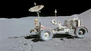 Le rover d'Apollo 15 sur la Lune, le 1er août 1971