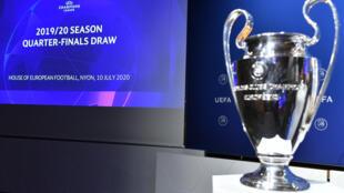 La Coupe de la Ligue des champions lors du tirage au sort des quarts de finale au siège de l'UEFA, le 10 juillet 2020 à Nyon (Suisse)