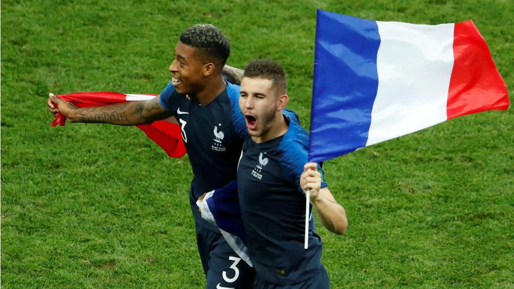 Los jugadores del equipo francés celebraron el triunfo ondeando su bandera el 15 de julio de 2018.