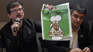 """Le 13 janvier, l'équipe de """"Charlie Hebdo"""" présentait à la presse la une du """"numéro des survivants"""" dessinée par Luz."""