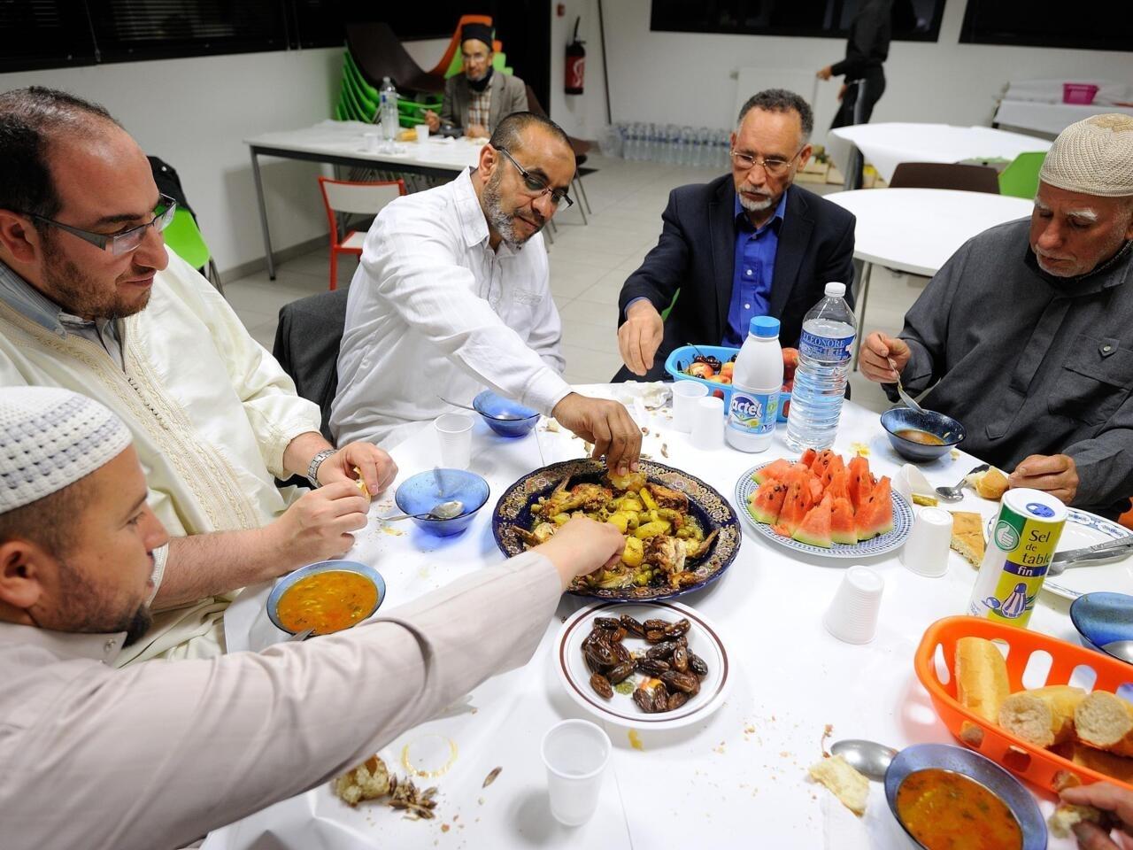 كيف يقضي المسلمون شهر رمضان بفرنسا