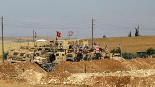 Une position militaire américaine photographiée en mai 2018 au nord de Manbij, en Syrie.