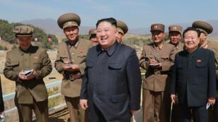 بيونغ يانغ تطالب واشنطن برفع العقوبات مقابل البدء بنزع السلاح النووي.
