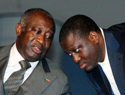 Laurent Gbagbo et son Premier ministre, l'ex-chef rebelle Guillaume Soro, lors d'une conférence sur la jeunesse ivoirienne au Palais de la culture d'Abidjan, le 27 juin 2007. (Crédit : AFP)