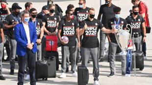فريق بايرن ميونيخ يصل الى مطار ميونيخ في 24 آب/أغسطس عقب تتويجه بلقب دوري ابطال اوروبا في كرة القدم في العاصمة البرتغالية لشبونة