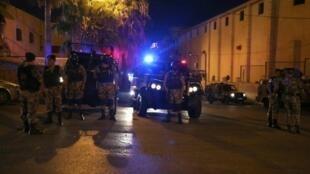 قوات أمن أردنية خارج السفارة الإسرائيلية في عمان إثر إشكال وقع في 23 تموز/يوليو 2017