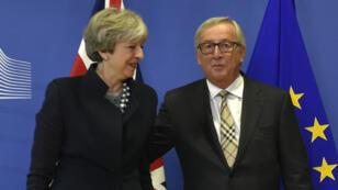 Theresa May et Jean-Claude Junker, le 4 décembre 2017 à Bruxelles.