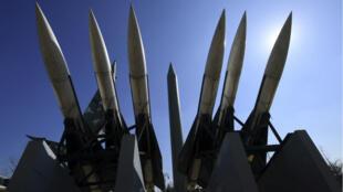 Des répliques de missiles nord-coréens au mémorial de la guerre à Séoul, le 6 mars 2017.