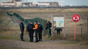 La police belge surveille le port de Zeebrugge par peur qu'un camp similaire à celui de Calais ne prenne forme.