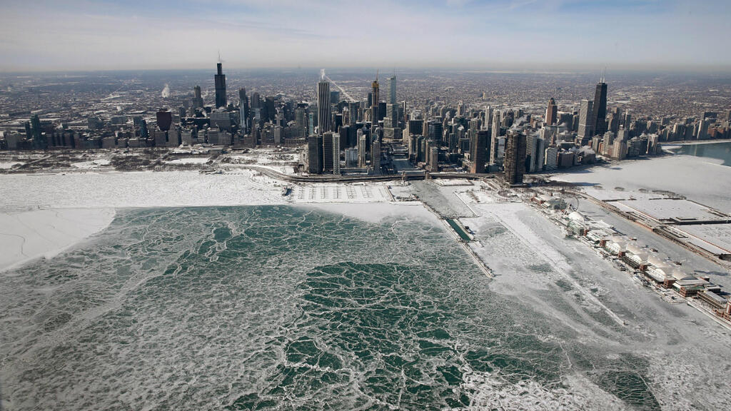 Polar vortex hits US northeast as more deaths blamed on extreme cold