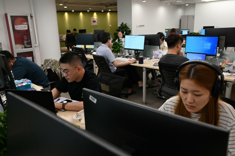 Les développeurs ont également créé des idoles virtuelles, des présentateurs de nouvelles de l'IA et même le premier étudiant universitaire virtuel de Chine à partir de XiaoIce.