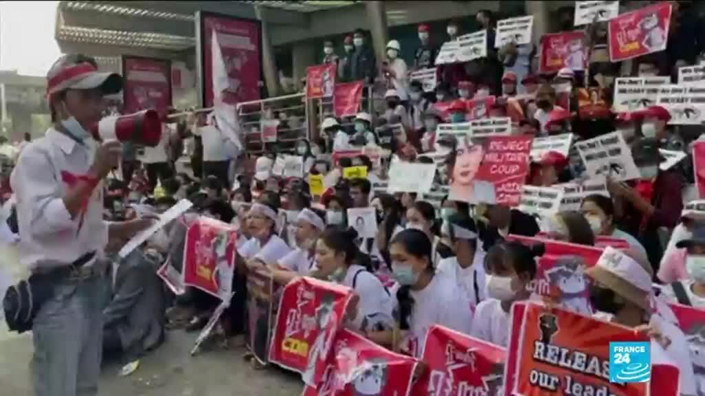 2021-02-22 08:01 Thousands of protesters rally in Myanmar, junta warns more could die