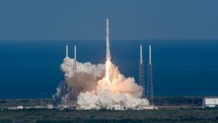مصر تطلق أول قمر صناعي للاتصالات لمداره حول الأرض