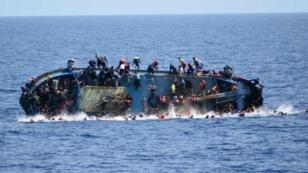 Naufrage d'un bateau de migrants entre la Libye et l'Italie, le 25 mai 2016.