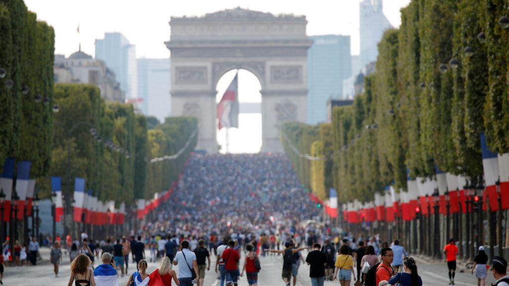 La Avenida de los Campos Elíseos se plagó de franceses que celebraron el triunfo de su equipo en la Copa del Mundo el 15 de julio de 2018.