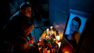 Une veillée a été organisée à Bratislava, lundi 26 février, pour saluer la mémoire du journaliste d'investigation slovaque retrouvé tué à son domicile.