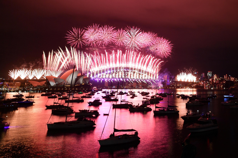 Le feu d'artifice au-dessus de l'opéra de Sydney, en Australie.
