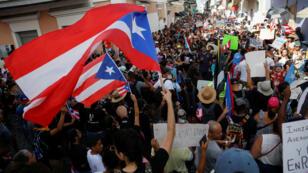 Una multitud pide la renuncia del gobernador Ricardo Rosselló en San Juan, Puerto Rico, el 20 de julio de 2019.