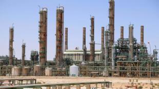 مصفاة للنفط في راس لانوف في شمال ليبيا.