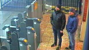 Une image de vidéosurveillance prise le 3mars 2018 montre Alexander Petrov (à droite) and Ruslan Boshirov.