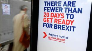 Une affiche sur le Brexit sur un abribus à Londres, le 15 octobre 2019.