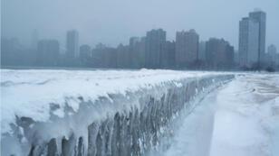 El congelamiento del lago Michigan en Chicago