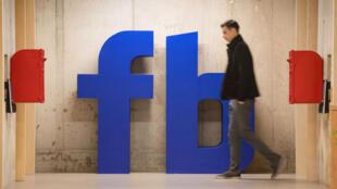 Facebook va offrir un million de dollars à 5 groupes porteurs de sens pour la société civile.