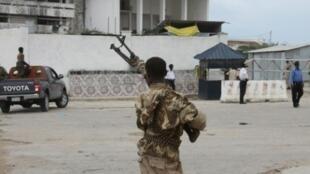 قوات الأمن الصومالية بعد هجوم لحركة الشباب في مقديشو في 24 أيار/مايو 2014