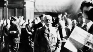Le maréchal Philippe Pétain lors de son procès pour intelligence avec l'ennemi, le 15 août 1945.