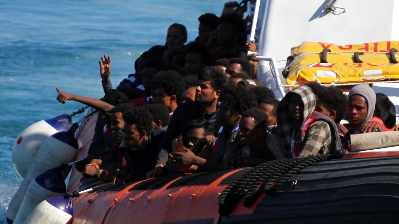 """""""La situación es explosiva"""": más de 2.100 migrantes llegan a Lampedusa"""