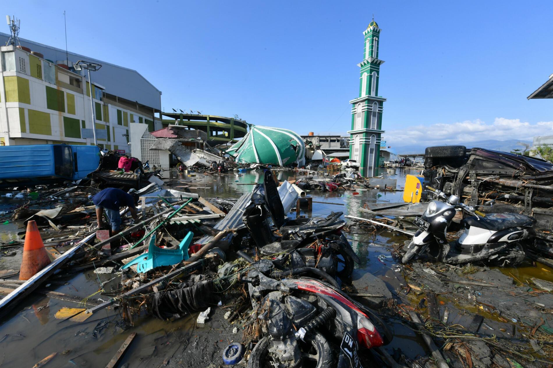 La première secousse sismique a frappé l'île des Célèbes alors que la prière du vendredi soir allait démarrer en Indonésie, le plus grand pays musulman du monde.