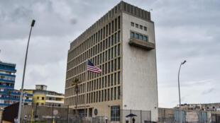 Foto de la embajada de Estados Unidos en Cuba, tomada el 29 de septiembre de 2017, luego de la decisión del gobierno de Donald Trump de retirar un 60% de su personal diplomático.
