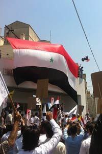 L'ambassade des Etats-Unis à Damas a été attaquée lundi par la foule. (Photo postée par le groupe d'opposants DNN)