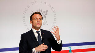 Macron 040221