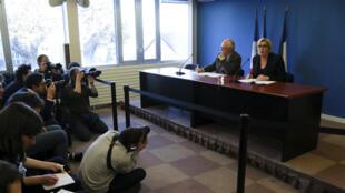 Marine Le Pen et le trésorier du Front national, Wallerand de Saint-Just, mercredi 22 novembre 2017, lors d'une conférence de presse à Paris.