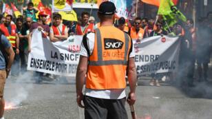 Un cheminot gréviste à Toulouse, le 19 avril 2018.