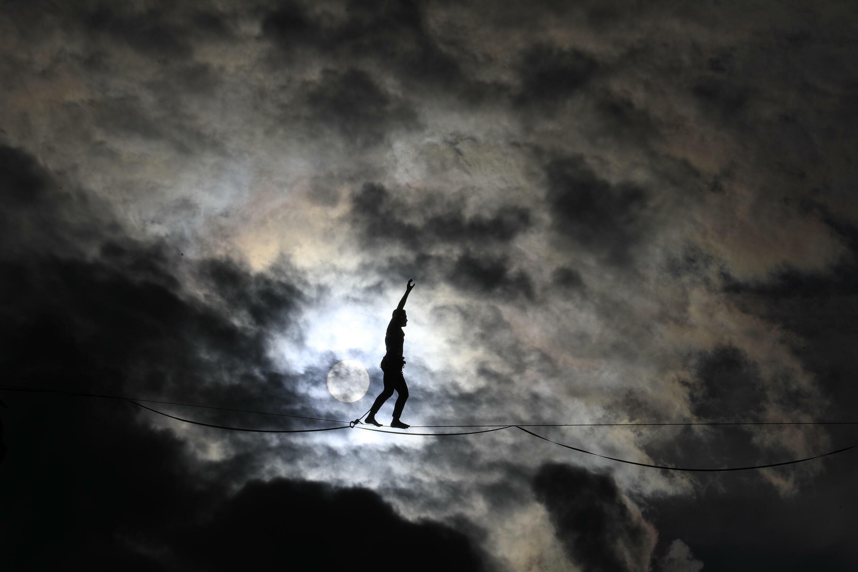 Tête dans les nuages