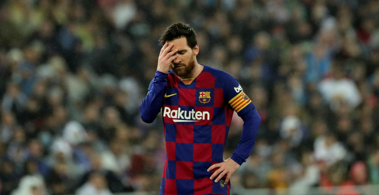El delantero argentino Lionel Messi se lamenta durante el partido contra el Real Madrid en la liga española. 1 de marzo de 2020.
