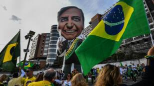 Partidarios del candidato presidencial, Jair Bolsonaro, se reunieron frente al Hospital Albert Einstein de Sao Paulo, Brasil, el 16 de septiembre de 2018.