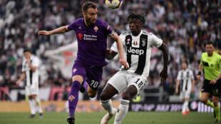 Le joueur de la Fiorentina German Pezzella (à gauche) lors d'un match de Serie A contre la Juventus, le 20 avril 2019 à Turin