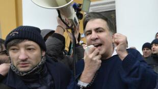 Mikheïl Saakachvili après sa libération par ses partisans, le 5 décembre 2017, à Kiev.