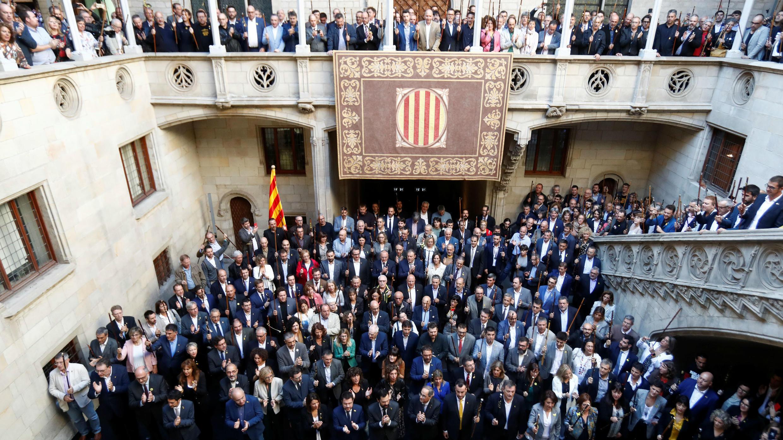 El líder catalán Quim Torra se reúne con alcaldes de la región de Cataluña, en el Palau de la Generalitat en Barcelona, España, 26 de octubre de 2019.