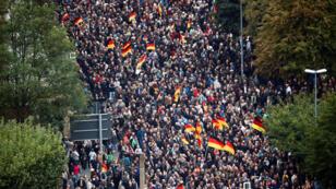 Miles de simpatizantes de la ultraderecha durante una manifestación en la ciudad alemana de Chemnitz. 1 de septiembre de 2018.