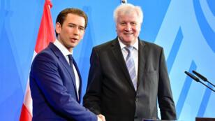 Le chancelier autrichien Sebastian Kurz et le ministre allemand de l'Intérieur Horst Seehofer lors d'une conférence de presse commune à Berlin, le 13 juin 2018.