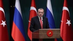 الرئيس التركي رجب طيب أردوغان خلال مؤتمر صحافي مشترك مع نظيره الروسي في أنقرة في 28 أيلول/سبتمبر