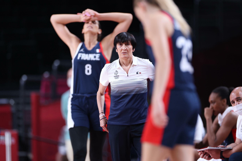 La sélectionneuse de l'équipe de France de basket, Valérie Garnier, lors de la demi-finale contre le Japon, le 6 août 2021 aux Jeux Olympiques de Tokyo 2020