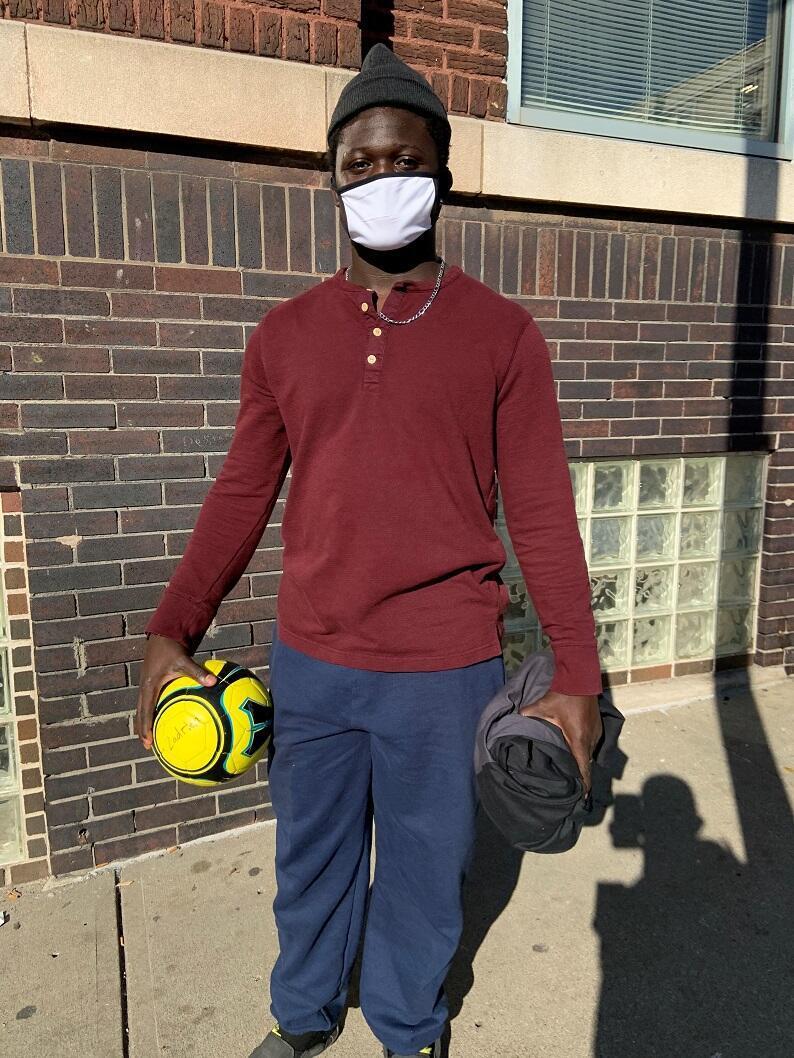 نيطولا غاستن شاب يبلغ عمره 19 عاما يسكن في مركز لإيواء المشردين بكنساس سيتي يرفض المشاركة في الانتخابات الرئاسية