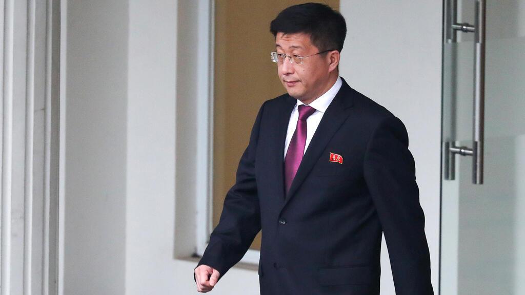 Kim Hyok Chol, representante especial de Corea del Norte para asuntos de los Estados Unidos, abandona la Casa de Huéspedes del Gobierno en Hanói, Vietnam, el 23 de febrero de 2019.