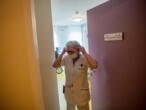 https://www.france24.com/fr/20200403-coronavirus-dans-les-ehpad-1-3-ce-n-est-plus-du-travail-mais-de-la-survie